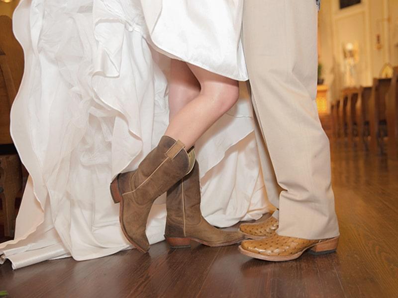 REAL WEDDING :: KAYLA + JARROD {COUNTRY RUSTIC}