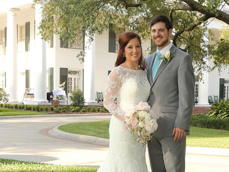 REAL WEDDING :: SAMANTHA + JONATHAN {Hometown Wedding}