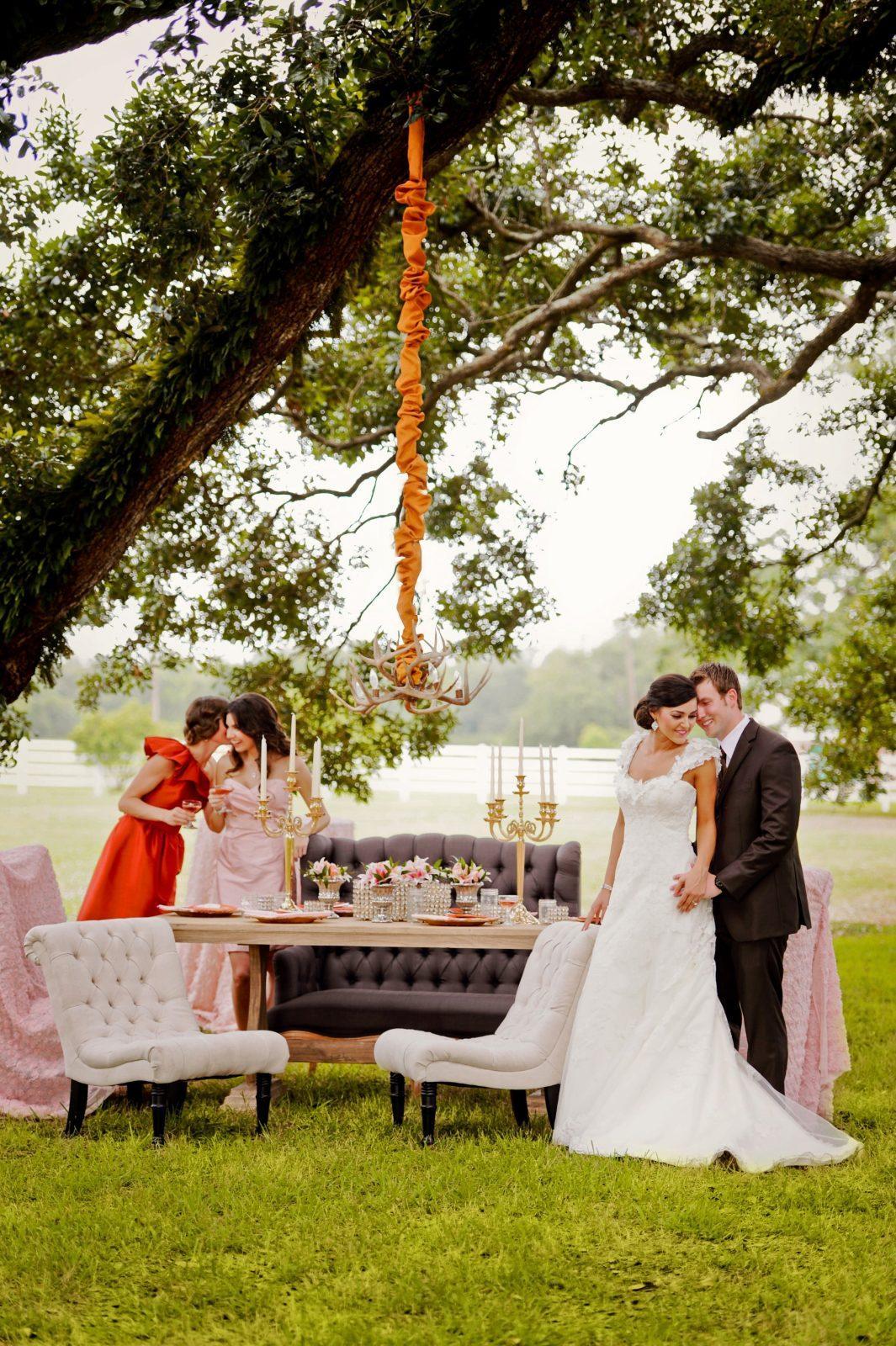 Outdoor Fall Wedding | Photo: Studio Tran