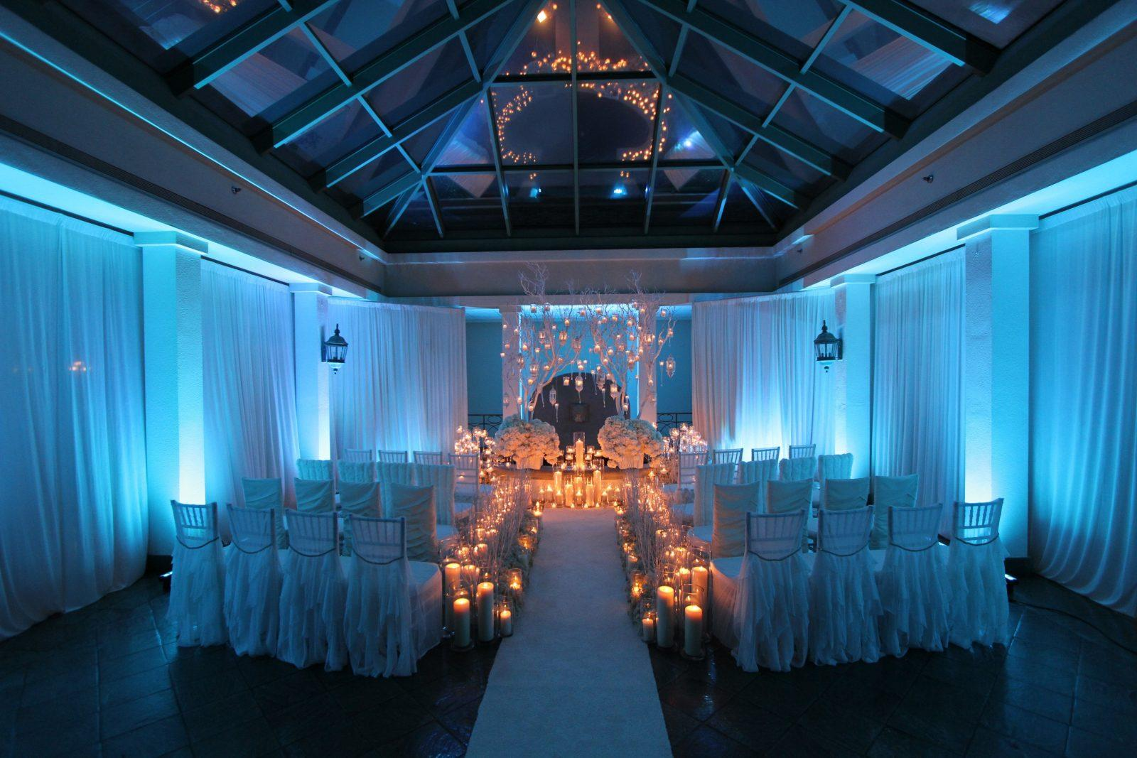 Winter Ceremony Decor | Photo: Jessica The Photographer