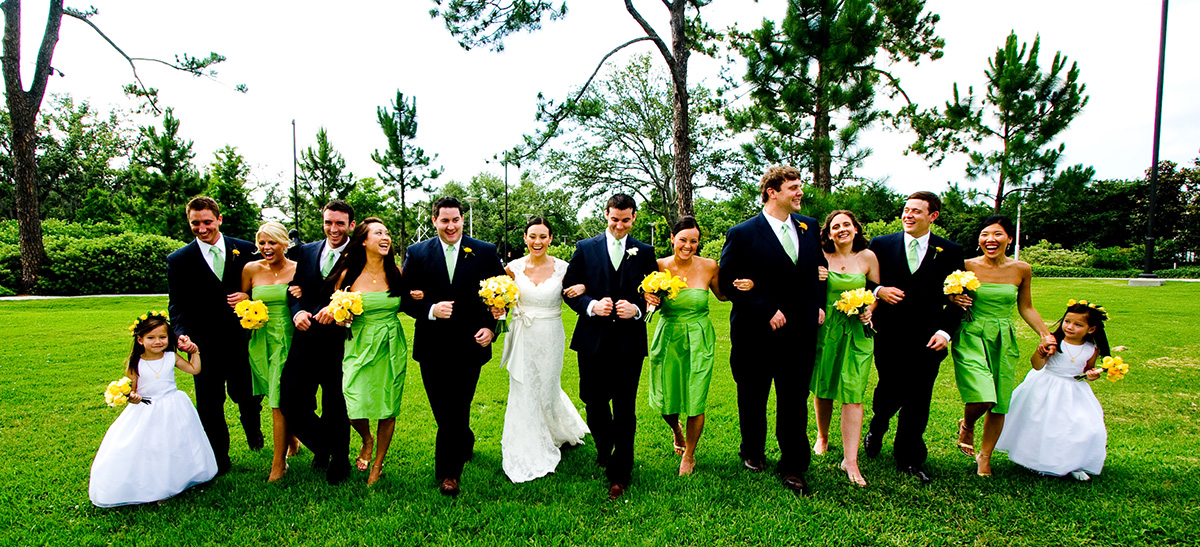 A wedding party in New Orleans City Park | Photo by Jessica The Photographer