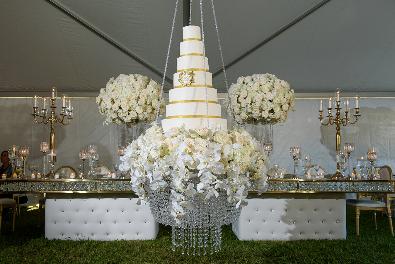 A suspended 7-tier cake added the wow factor to Doliecha and Kenneth's wedding.