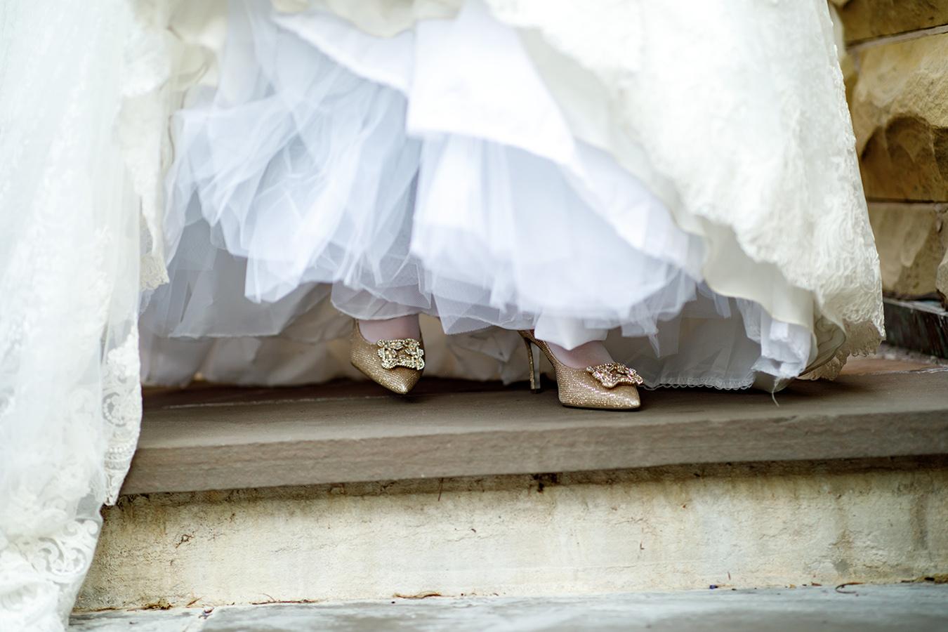 Jess' fairy tale wedding shoes were gold Manolo Blahnik Hangisi pumps.