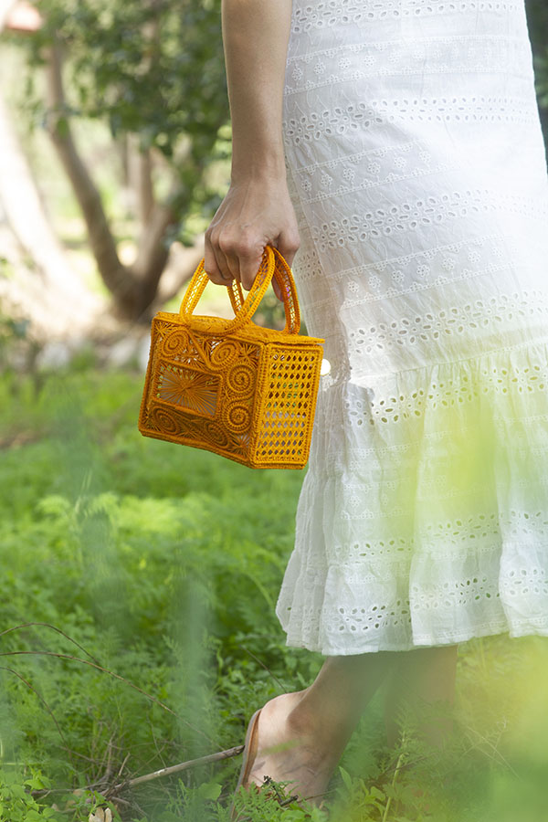 Honeybee Bride Must have handbags | Photo: Victoria Innocenzi