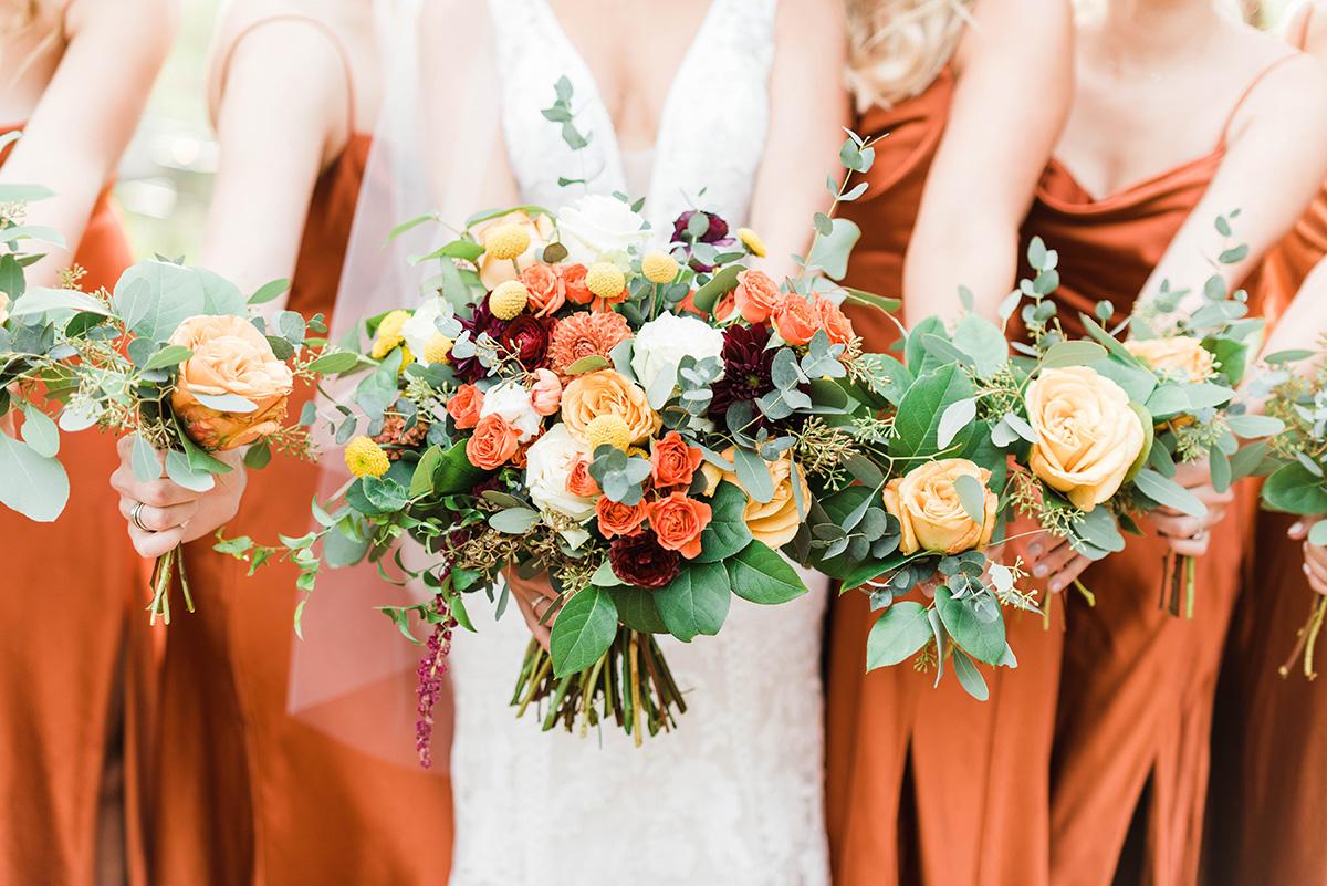 Orange bridal bouquets. Gabby Chapin Photography