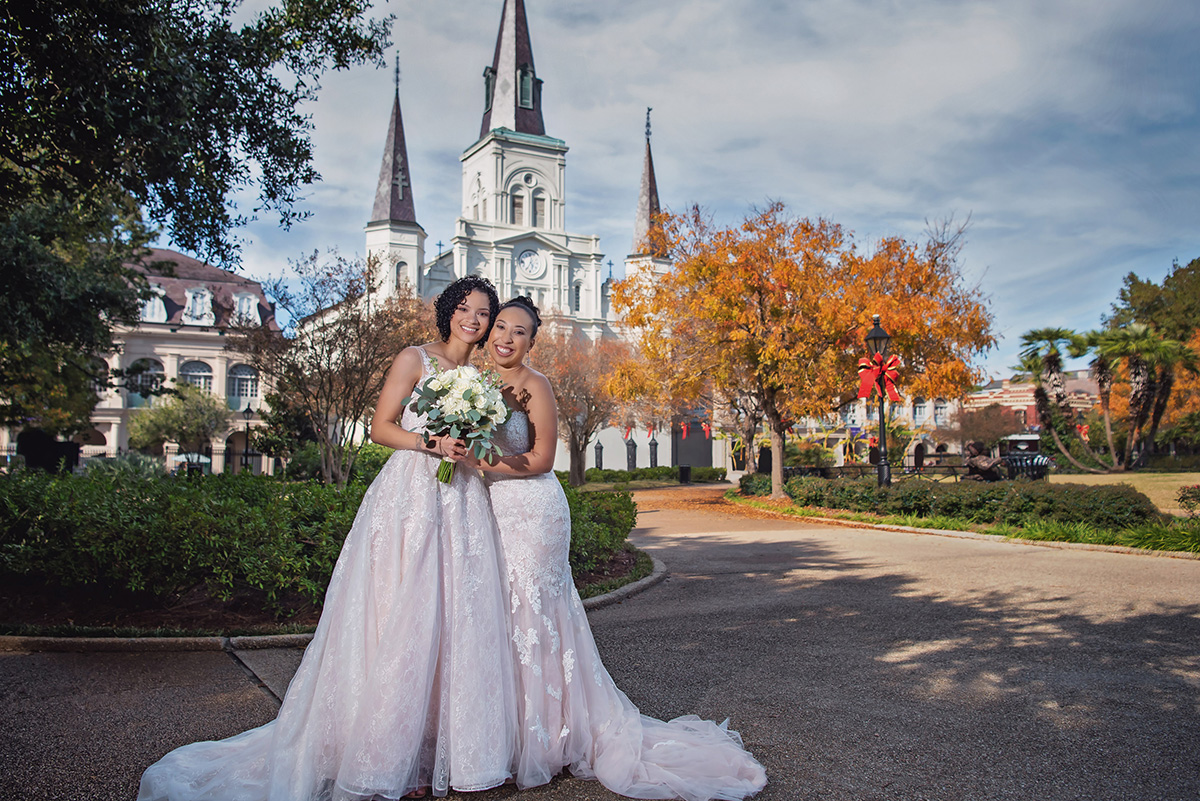 Bbrides pose for a portrait in New Orleans' Jackson Square. Photo by The Red M Studio