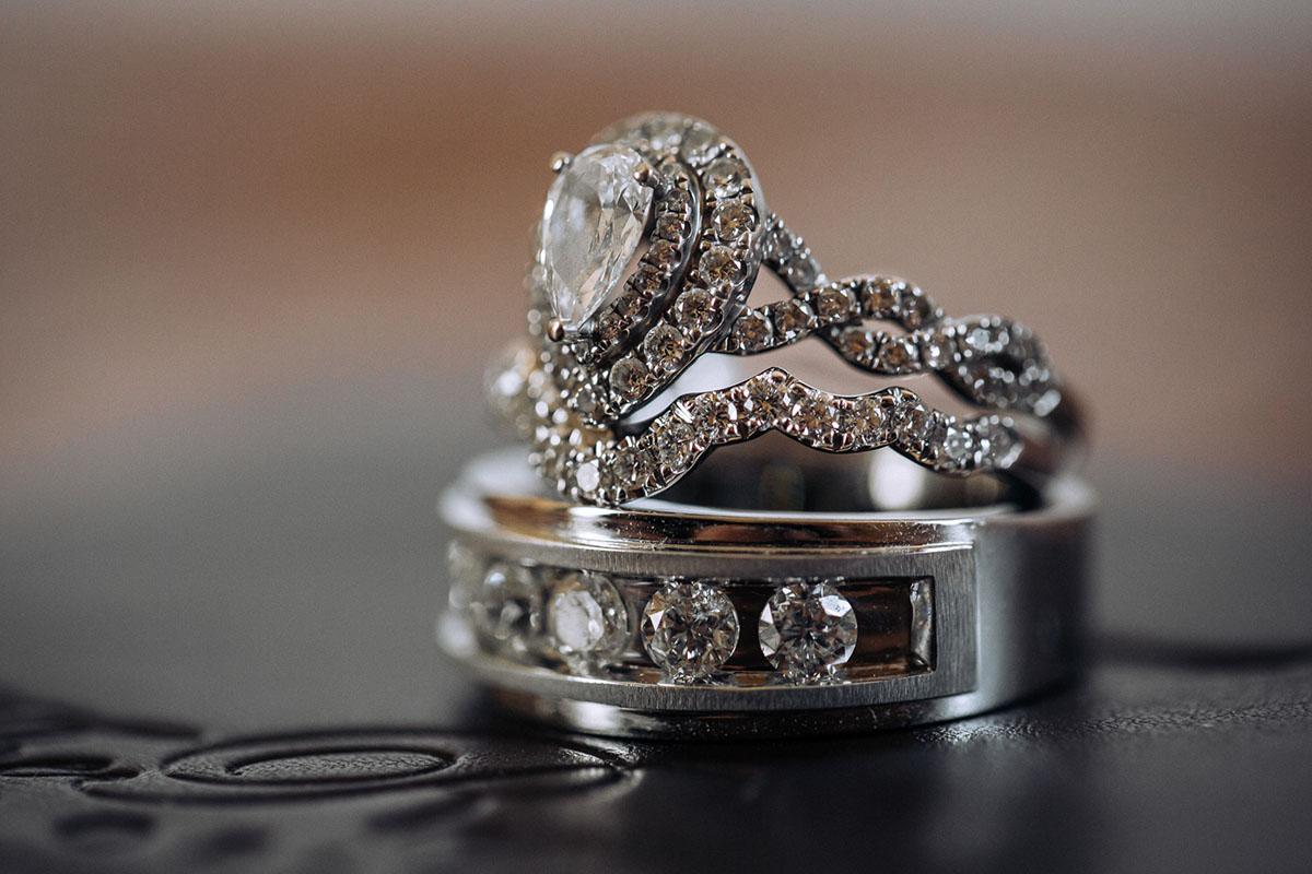 Macro photo of wedding rings. Photo: Capture Studio Photography