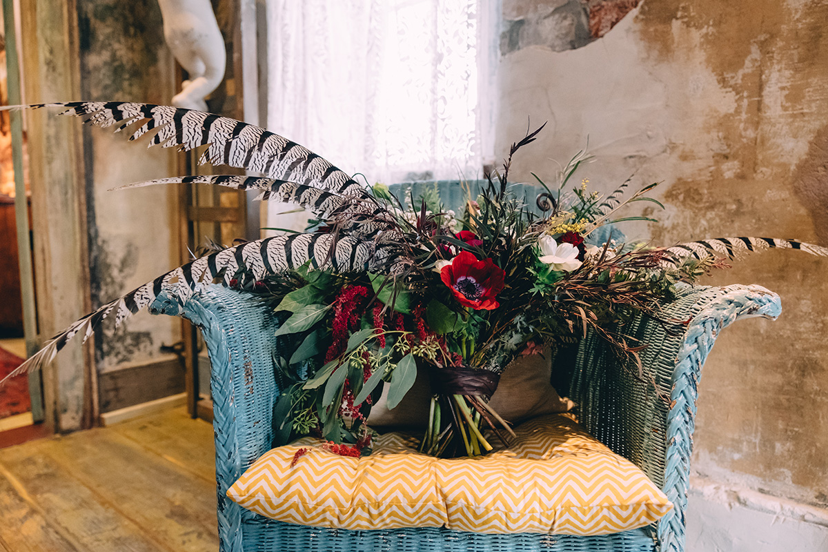 Bridal Bouquet with feathers. Photo: Dark Roux