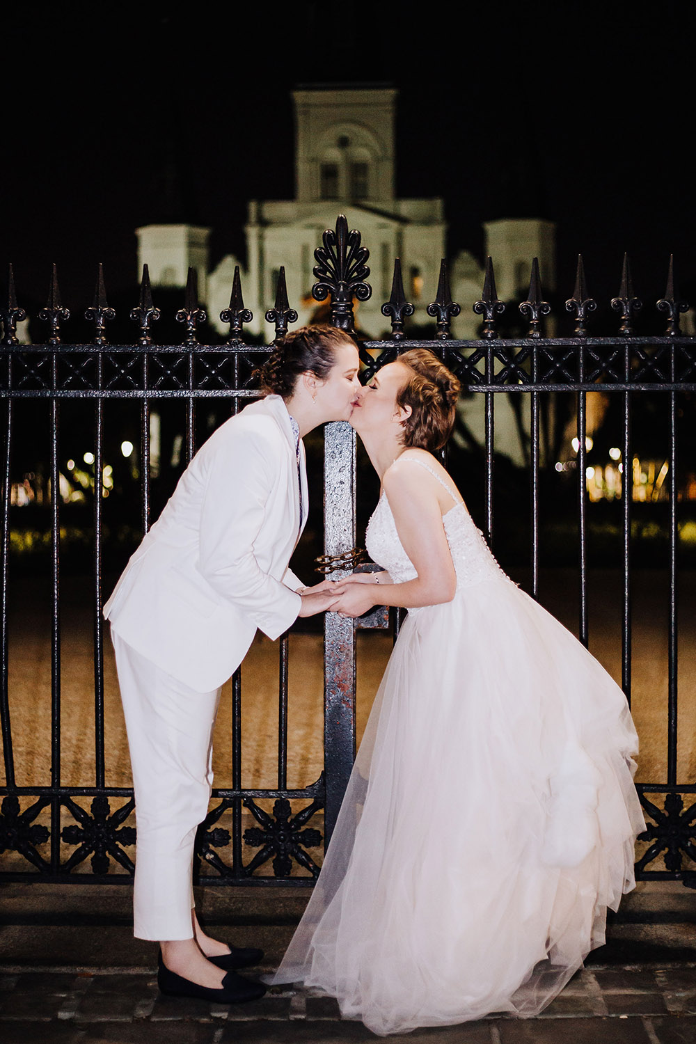 brides kissing near st. louis cathedral