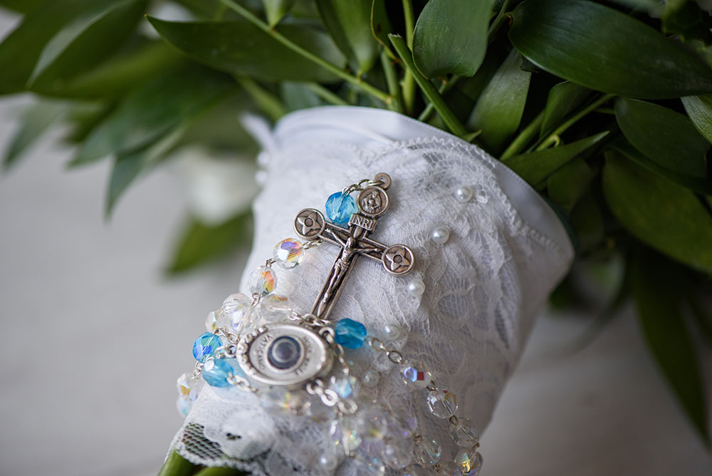 rosary wrapped bridal bouquet