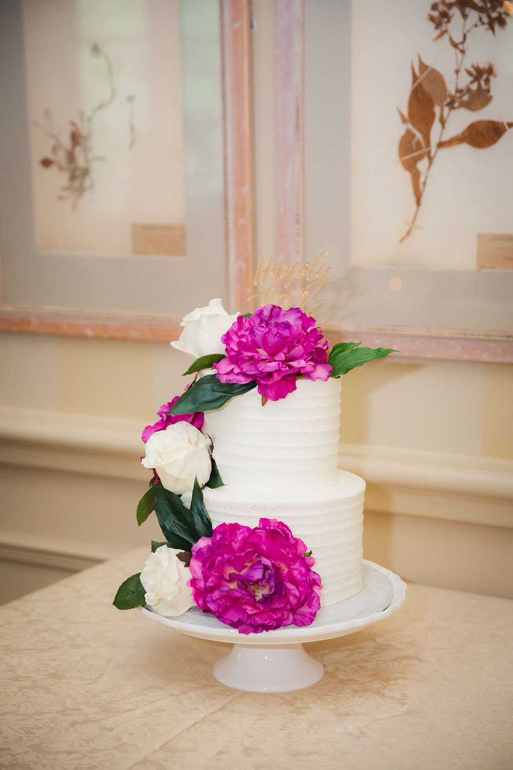 Kiara and Michael's wedding cake was embellished with beautiful fresh flowers in ivory and fuschia. Photo: Brian Jarreau Photography