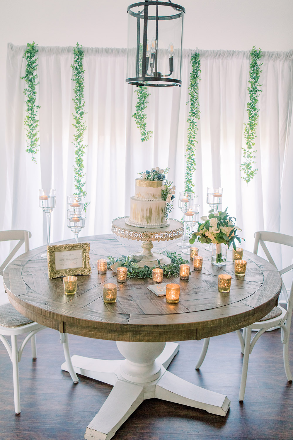 Breakfast nook cake table display. Photo: Ashley Kristen Photography