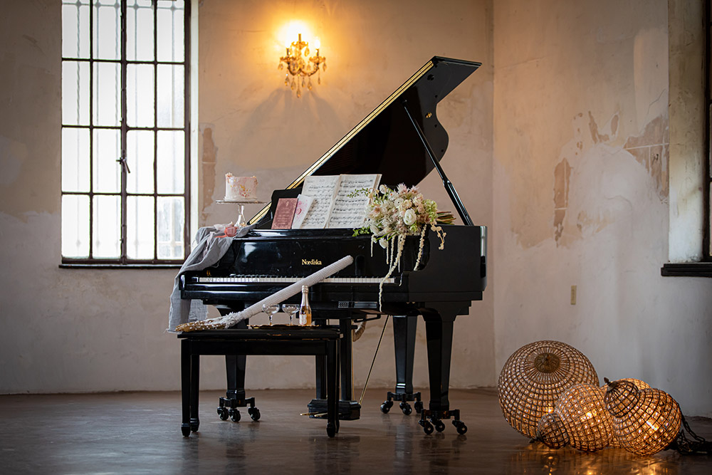 Wedding details on a piano.