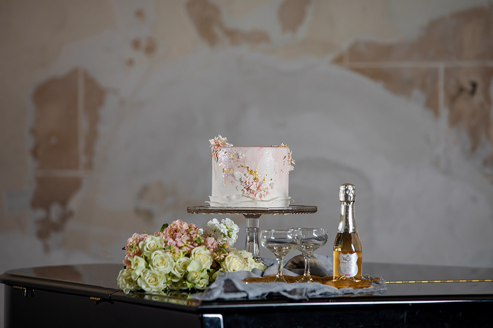 The mini wedding cake by Sucrette Tailored Confections