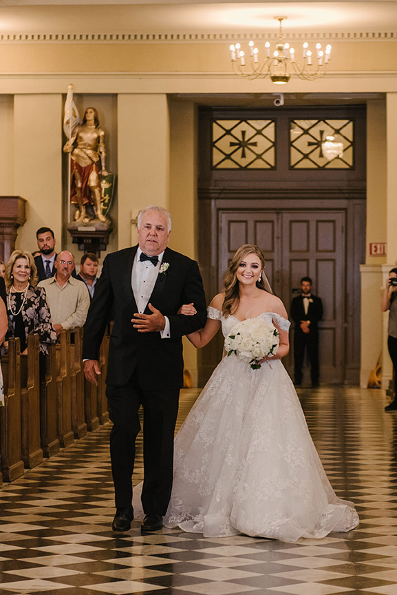 A bride and her father walk down the aisle at St. Louis Cathedral | Photo: Studio Tran