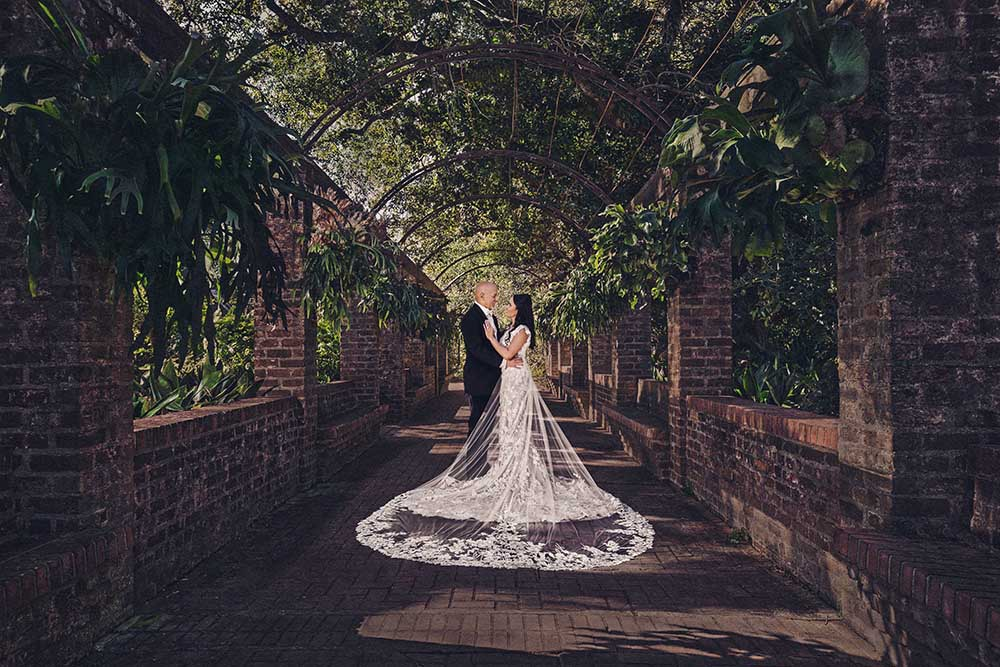 Bride and groom in New Orleans City Park Botanical Gardens | Brian Jarreau Photography