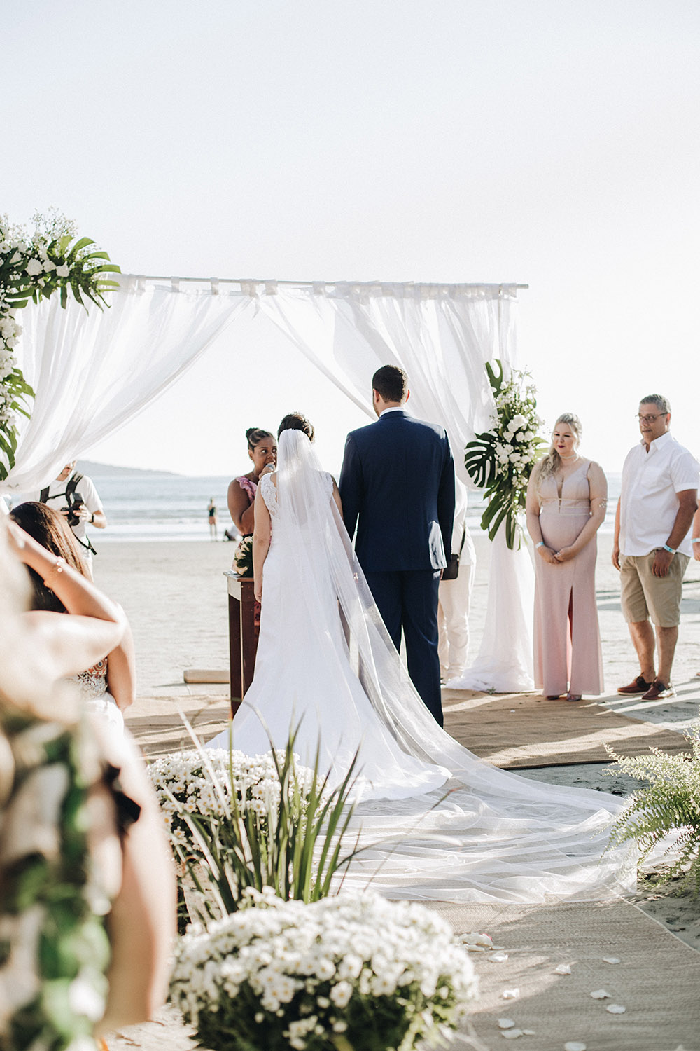 Beach wedding Photo: unsplash