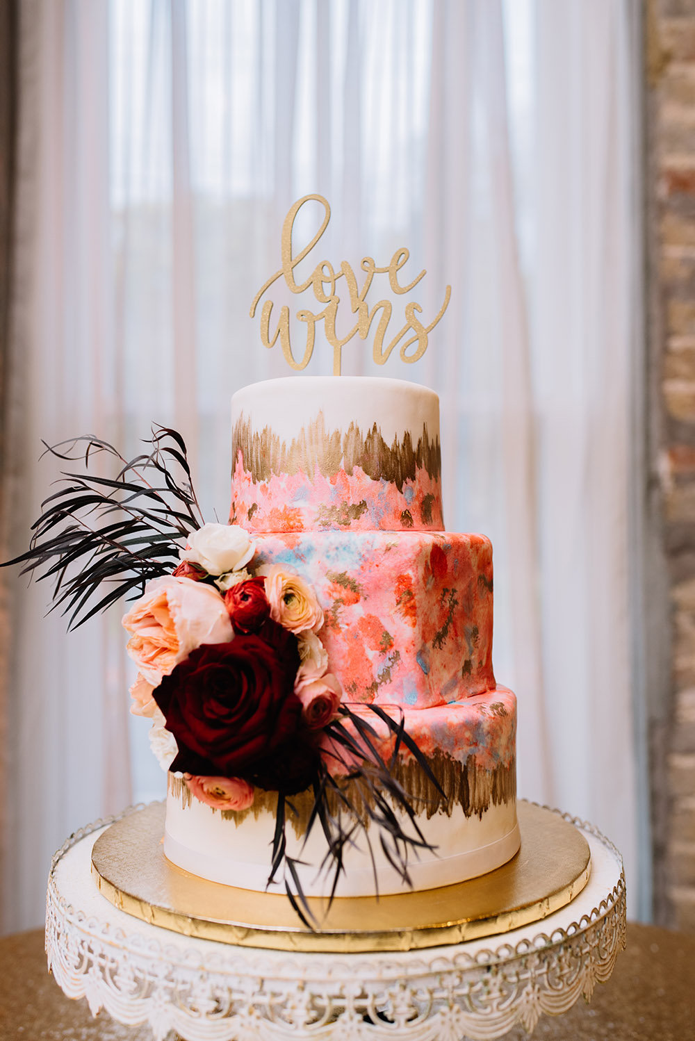 Cake By Frosted Fantasies By Nikki | Photo: Hi Volt Studios