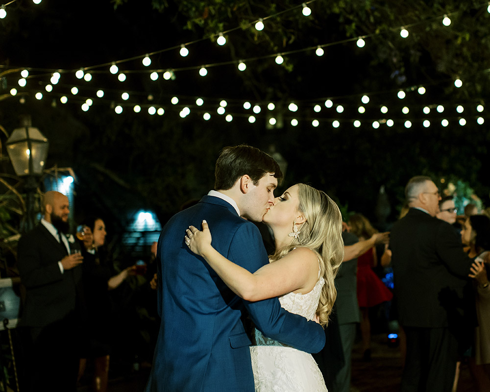 The couple kiss at the end of the reception
