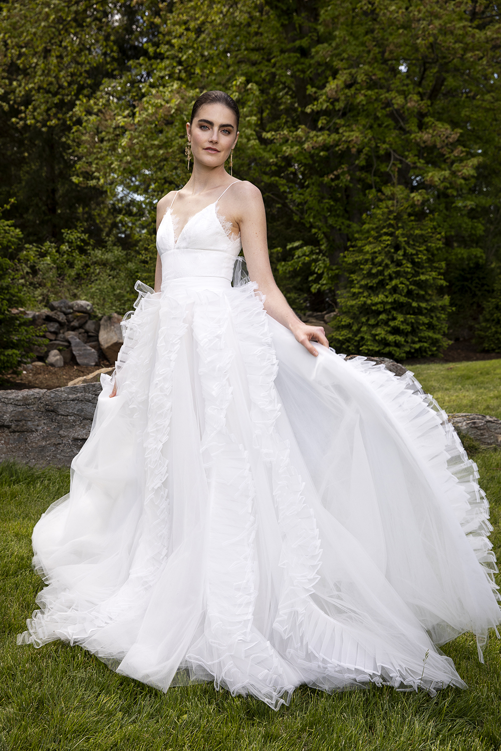 LACE SCALLOP EDGE BODICE WITH PLEATED ORGANZA AND TULLE SKIRT