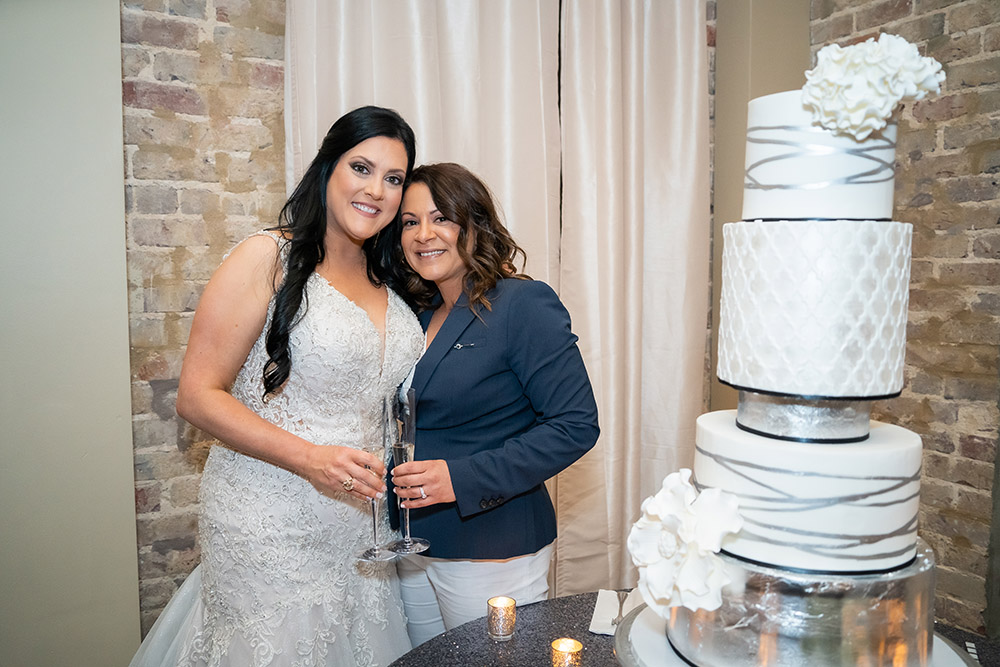 the brides toast before cutting the wedding cake
