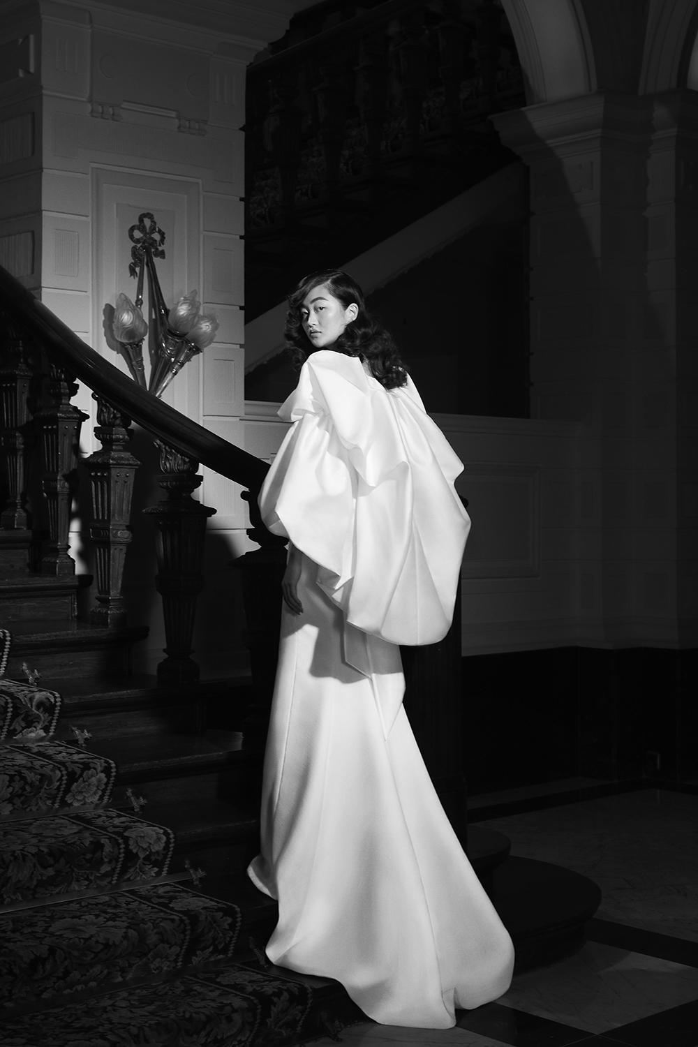 VIKTOR&ROLF VRM281 WITH CAPE (BACK VIEW)